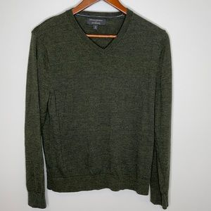 Banana Republic factory men's olive green 100% merino wool v-neck sweater M